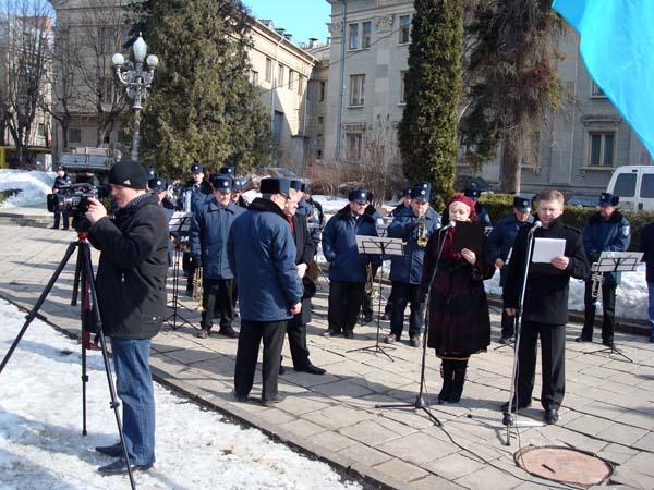 Покладання квітів до пам'ятника Тарасу Шевченку
